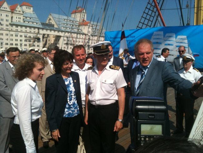 Commissioner Damanaki and Mr Andrey Krayniy, Head of the Federal Fishery Agency of Russia, visiting the Kruzenshtern