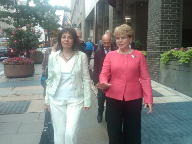 Maria Damanaki and Dr. Jane Lubchenco on their way to sign the EU-US joint statement on illegal, unreported and unregulated fishing