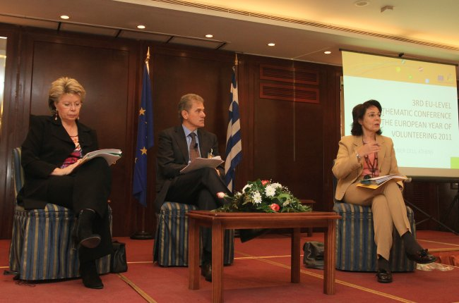Maria Damanaki and Viviane Reding at the Third EU-level conference on the European Year of Volunteering (Athens)