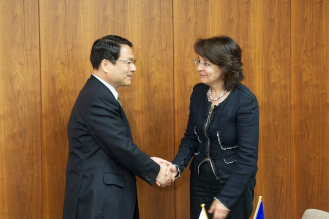 Commissioner Maria Damanaki and Mr Akira Gunji, Minister of Agriculture, Forestry and Fisheries,