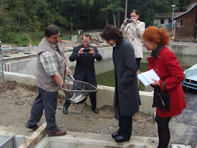 Commissioner Maria Damanaki and Czech Minister of Agriculture, Mr Petr Bendl visit a EU funded project, near Tabor