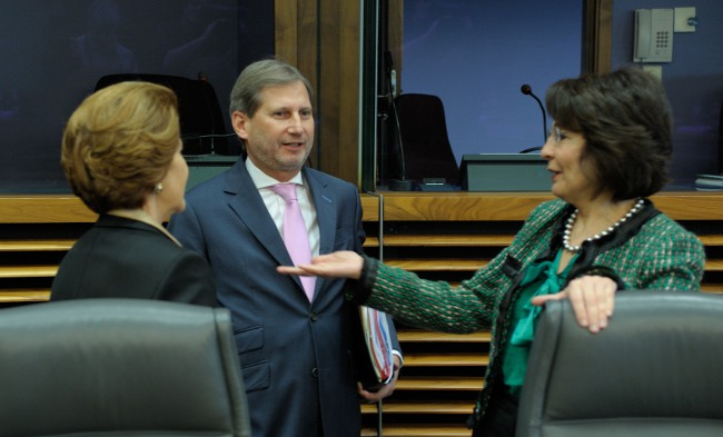 Maria Damanaki talking with her fellow Commissioners Johannes Hahn (Regional Policy) and Androulla Vassiliou (Education, Culture, Multilingualism and Youth), at the European Commission seminar