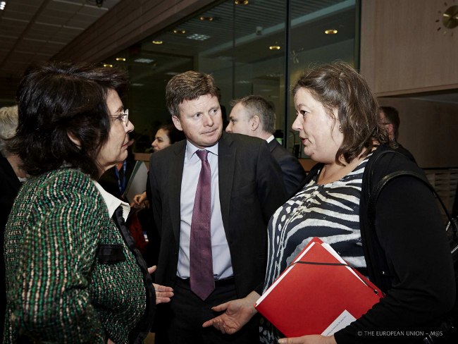 From left to right: Commissioner Maria DAMANAKI; Mr Richard BENYON, Parliamentary Under-Secretary, UK Ministry for Environment, Food and Rural Affairs;