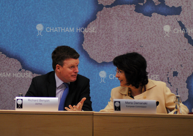Commissioner Damanaki discusses with Mr Richard Benyon, UK Parliamentary Under-Secretary for Natural Environment and Fisheries