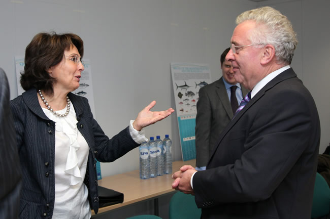 Bernard Durkan, Chairman of the Committee on European Affairs of the Irish Parliament, on the right, and Maria Damanaki
