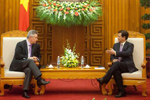 Discussion between Nguyễn Tấn Dũng, Vietnamese Prime Minister, on the right, and Karel De Gucht