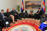 Karel De Gucht, 4th from the left, talks to Sun Chanthol, Cambodian Minister of Commerce, on the right, at the Ministry of Commerce.