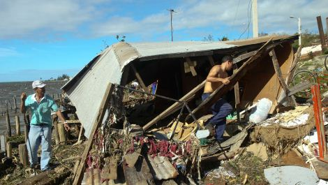 Cubans tries to recover belongings from their destroyed house in Antillas population, Holguin province, 750km east of Havana © AFP