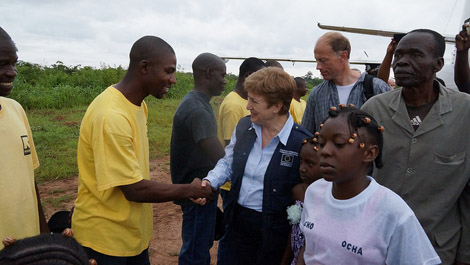 Commissioner Georgieva visits the Central African Republic with French Foreign Minister Fabius