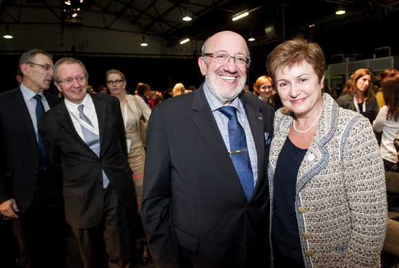 Louis Michel, former European Commissioner for Development and Humanitarian Aid (second from right), and Kristalina Georgieva, Commissioner for International Cooperation, Humanitarian Aid and Crisis Response (right)