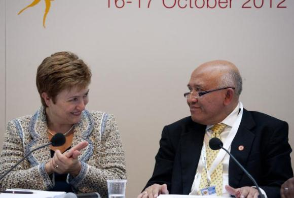 Kristalina Georgieva, Commissioner for International Cooperation, Humanitarian Aid and Crisis Response (left), and Budi Atmadi Adiputro, Secretary General, Indonesian Red Cross Society (right)