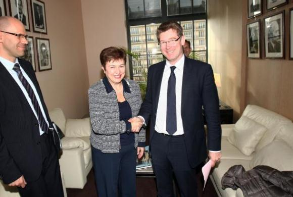 Kristalina Georgieva, European Commissioner in charge of Cooperation, Humanitarian Aid and Crisis Response, with Pascal Canfin, French Minister Delegate for Development