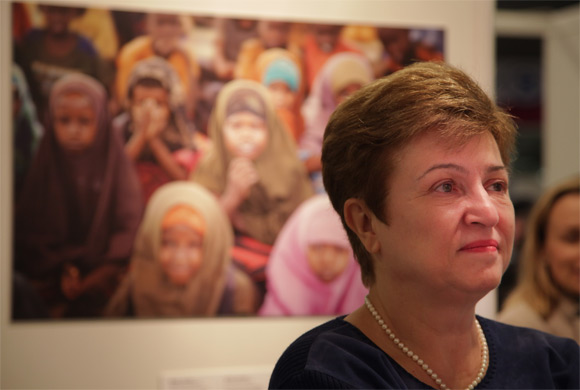 Kristalina Georgieva visits a WFP exhibition