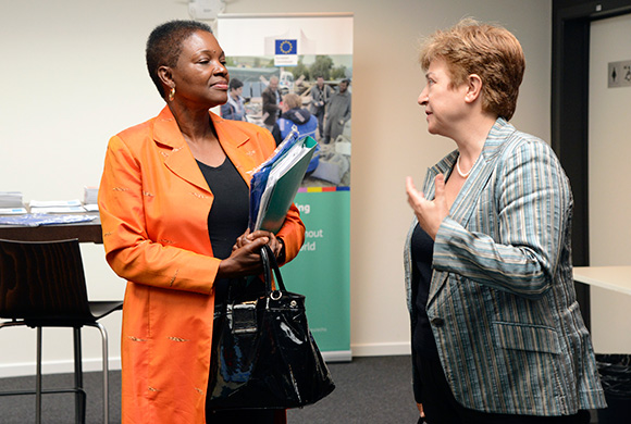 Discussion between Valerie Amos, on the left, and Kristalina Georgieva