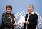 On United Nations Day, 24 October, Commissioner Georgieva received the Disaster Risk Reduction Champion Prize, presented to her by Margareta Wahlström. The prize recognises contribution to reducing the risks of disasters worldwide.