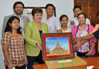 Commissioner Georgieva with humanitarian workers © EU