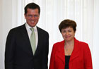 Commissioner Georgieva and Minister of Defence, Karl-Theodor zu Guttenberg - Berlin, 20/05/2010 © BMVG/Lutz Lieber