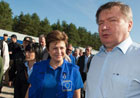 Kristalina Georgieva (center) and Jerzy Miller, Minister for Interior and Administration (right) © EU