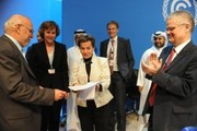 Connie Hedegaard hands over the EU's written consent for the second commitment period under the Kyoto Protocol to UNFCCC Executive Secretary Christiana Figueres at Doha climate conference