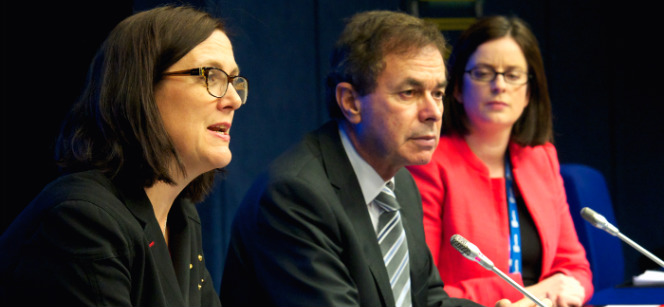 Commissioner Malmström (left) and Alan Shatter, Irish Minister for Justice, at the press conference on 7 March. Photo: European Union