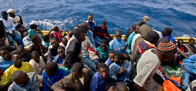 Vessel with boat migrants being intercepted by coast guard, November 2009. Photo: UNHCR/A. Rodríguez