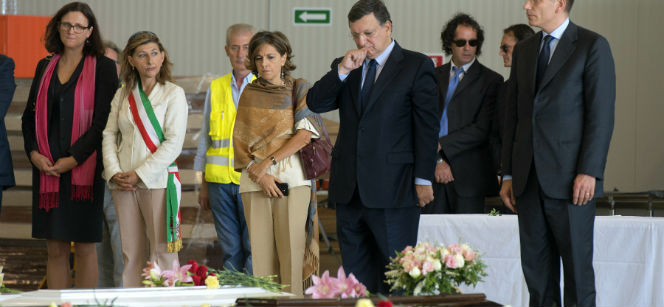 Commission President José Manuel Barroso and Cecilia Malmström on Lampedusa in October, paying tribute to the victims. Photo: European Commission
