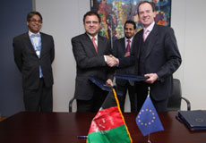Signature ceremony between Dirk Meganck, Director - DG Development and Cooperation - EuropeAid;  and Omar Zakhilwal, Afghan Minister for Finance.