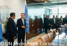 Susilo Bambang Yudhoyono (left), President of the Republic of Indonesia and Co-Chair of the Secretary-General's High-Level Panel of Eminent Persons on the Post-2015 Development Agenda, presents the Panel's report to Secretary-General Ban Ki-moon.