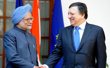 Manmohan Singh, Indian Prime Minister, on the left, and José Manuel Barroso (c) EU