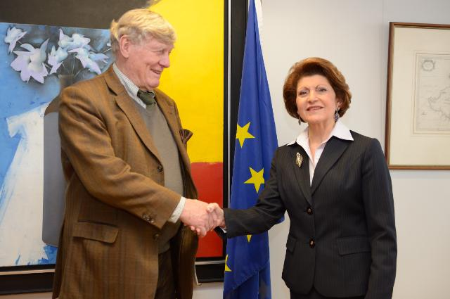 Handshake between Pierre Defraigne, on the left, and Androulla Vassiliou