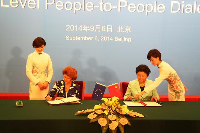 06/09/2014 - Signing of an agreement between the College of Europe and the China Scholarship Council by Liu Yandong and Androulla Vassiliou