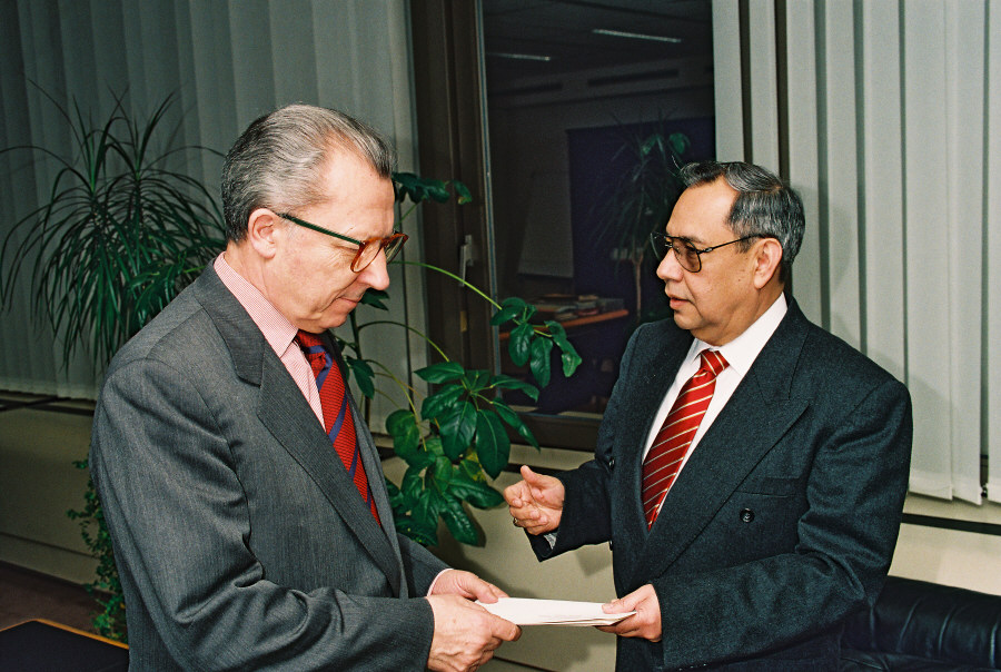 Presentation of the credentials of the Heads of Mission to Jacques Delors, President of the EC
