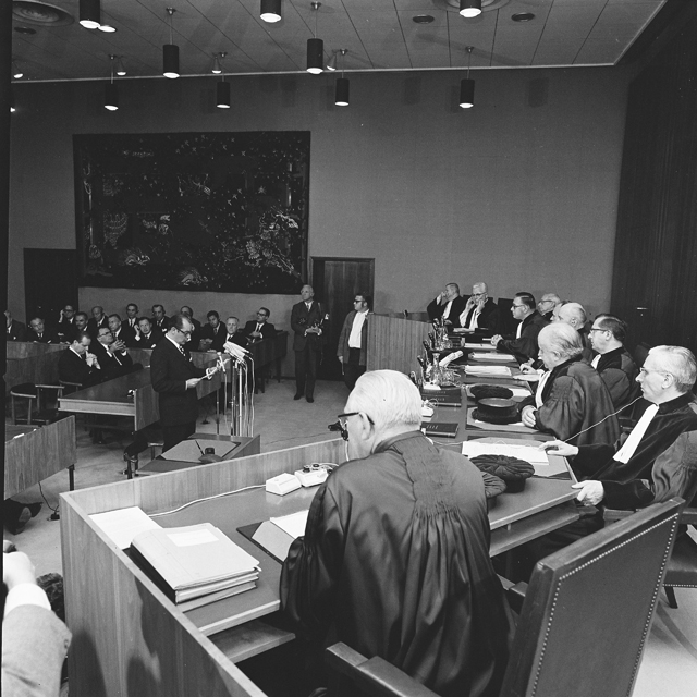 Swearing-in ceremony of the Malfatti Commission in front of the EC Court of Justice