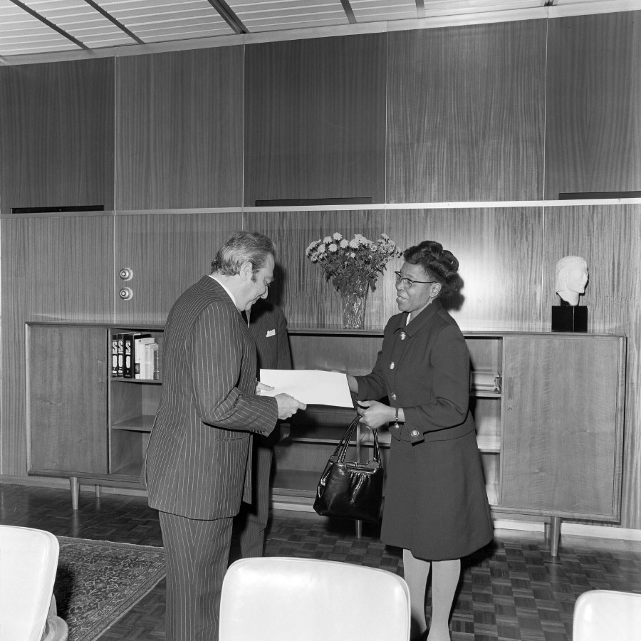 Presentation of the credentials of the Head of the Mission of Botswana to François-Xavier Ortoli, President of the CEC