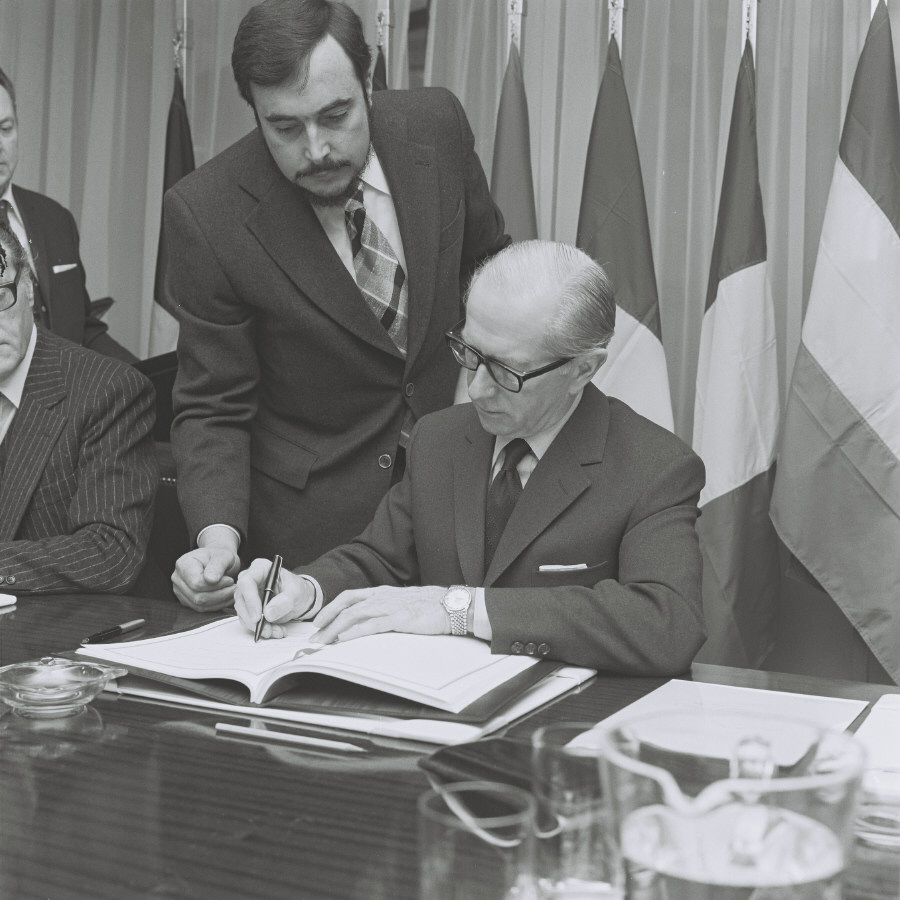 Signing of a financing protocol with Greece
