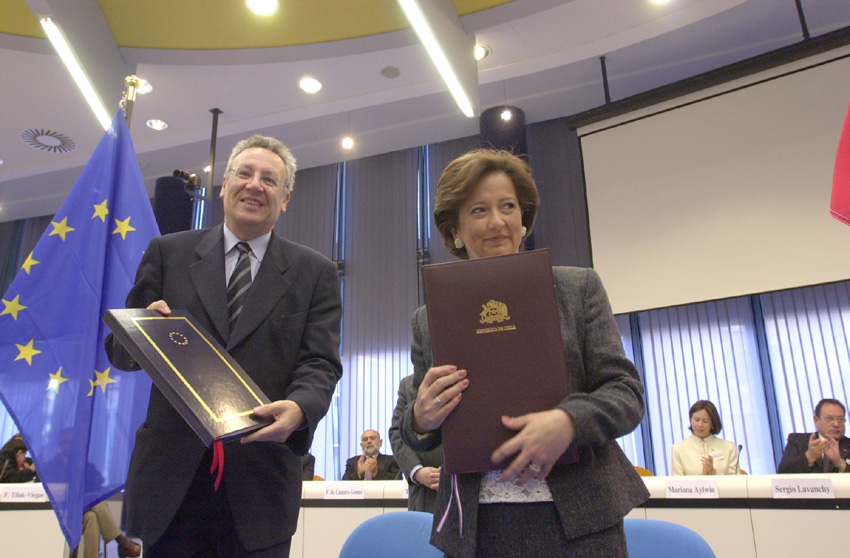 Signature of an EU - Chile scientific and technological cooperation agreement