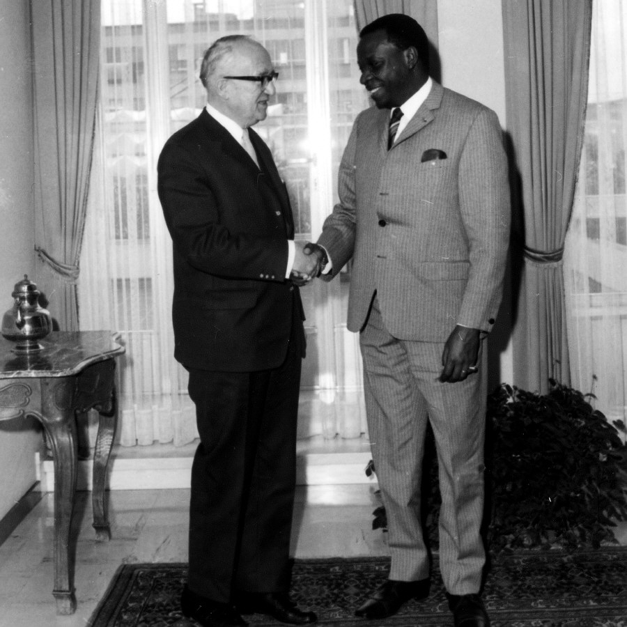 Presentation of the credentials of the Head of the Mission of the Republic of Congo-Kinshasa to Walter Hallstein, President of the Commission of the EEC