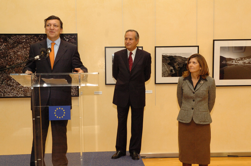 José Manuel Barroso, President of the EC, at the opening of the Photography in the Douro: archaeology and modernity exhibition