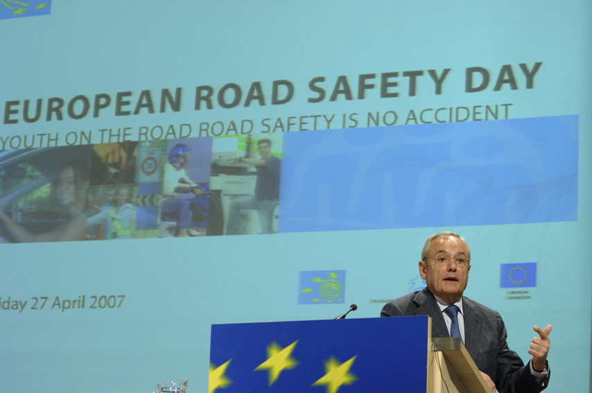 Conférence de presse de Jacques Barrot, vice-président de la CE, sur la Journée européenne de la sécurité routière