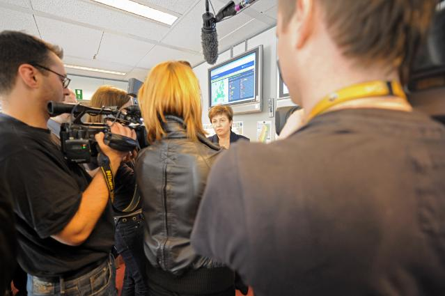 Visit of Kristalina Georgieva, Member of the EC, to the Monitoring Information Centre (MIC) of the European Civil Protection