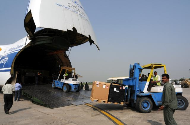 Floods in Pakistan: landing of an EU cargo aircraft with humanitarian aid in Islamabad