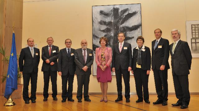 Presentation of the final report of the 'GÉANT' expert group to Neelie Kroes, Vice-President of the EC