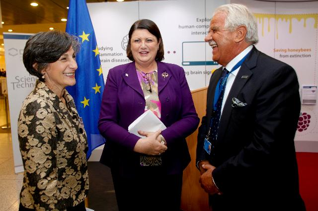 Opening of the exhibition on Networks of Science and Technology by Máire Geoghegan-Quinn, Member of the EC