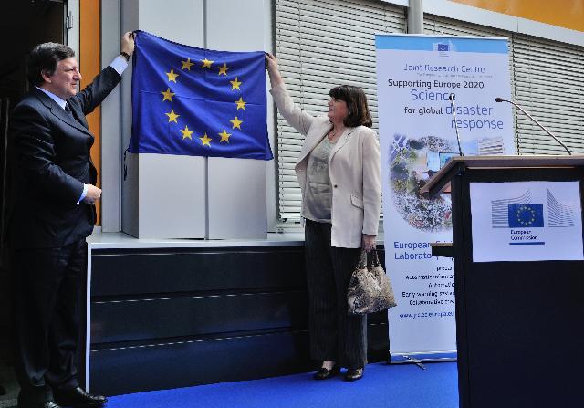 Visite de José Manuel Barroso, président de la CE, et Máire Geoghegan-Quinn, membre de la CE, au Centre commun de recherche à Ispra
