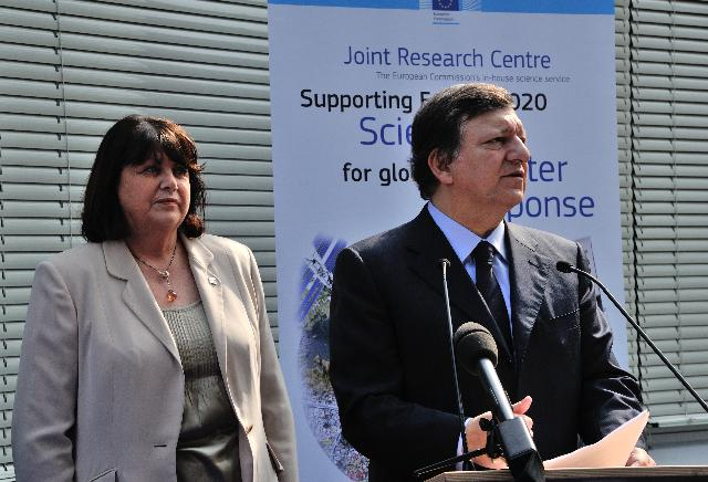 Visit of José Manuel Barroso, President of the EC, and Máire Geoghegan-Quinn, Member of the EC, to the Joint Research Centre in Ispra