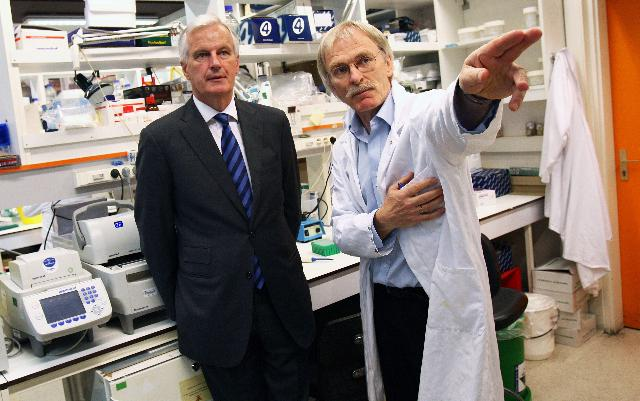 Visit of Michel Barnier, Member of the EC, to the Pasteur Institute, in Paris