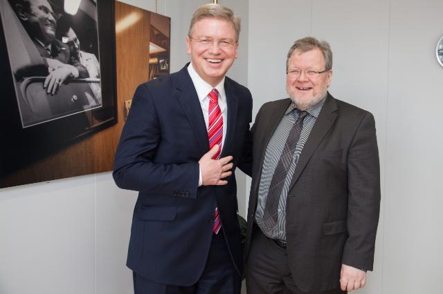 Visite d'Össur Skarphéðinsson, ministre islandais des Affaires étrangères, à la CE
