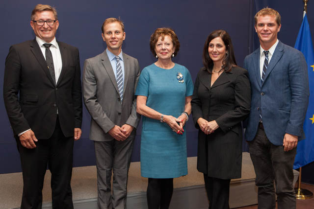 Handing over of a manifesto from the Startup Europe Leaders Club to Neelie Kroes, Vice-President of the EC