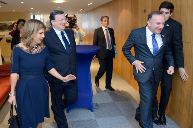"Illustration of ""Participation of José Manuel Barroso, President of the EC, in a meeting of the Executive Council of the..."