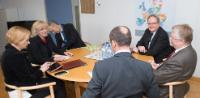"Illustration of ""Visite de Markku Markkula, président du CdR, à la CE"""